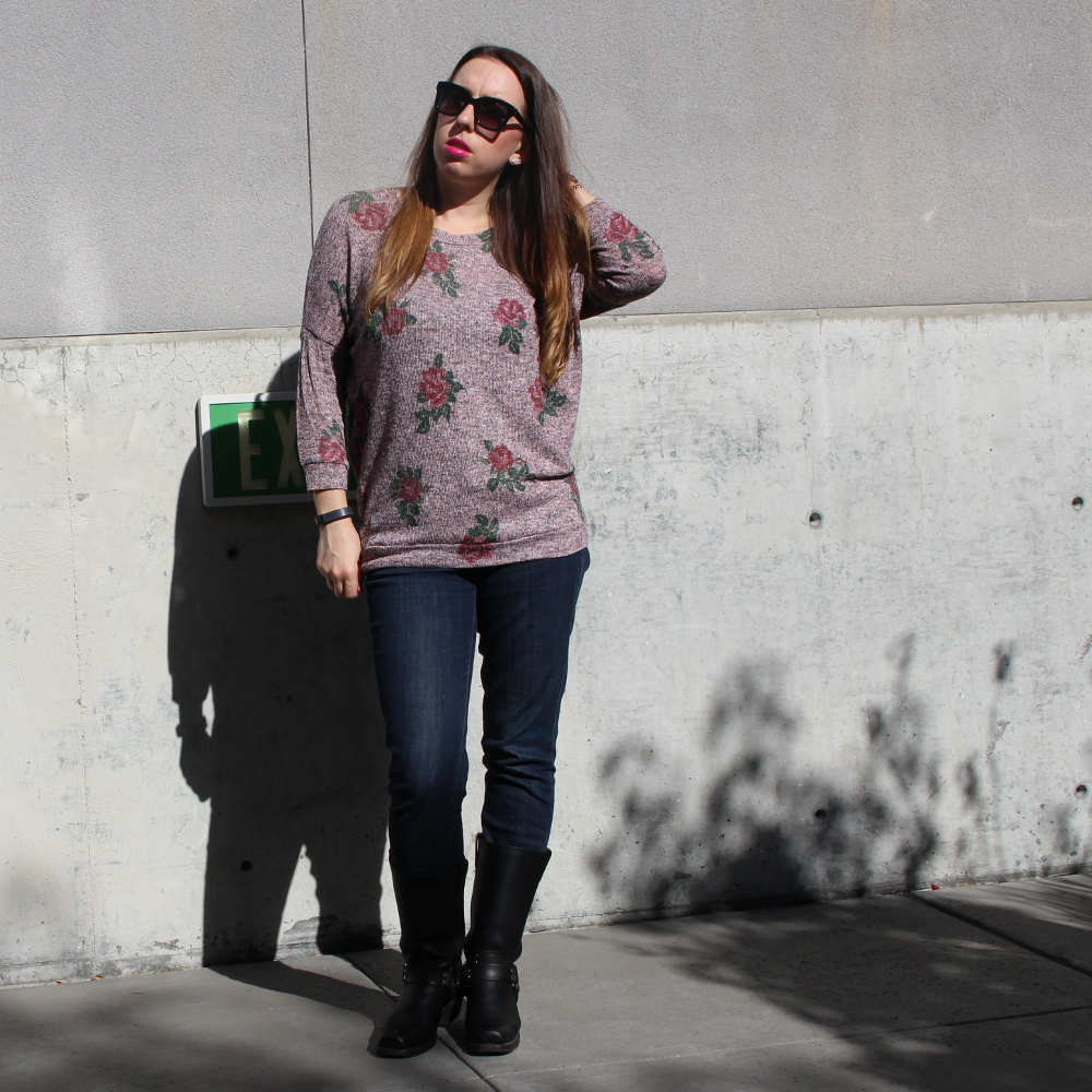 Fashion Blogger - Floral Dolman Sweater