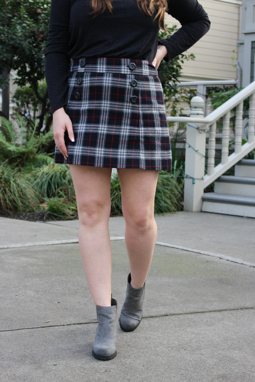 holiday outfit plaid skirt
