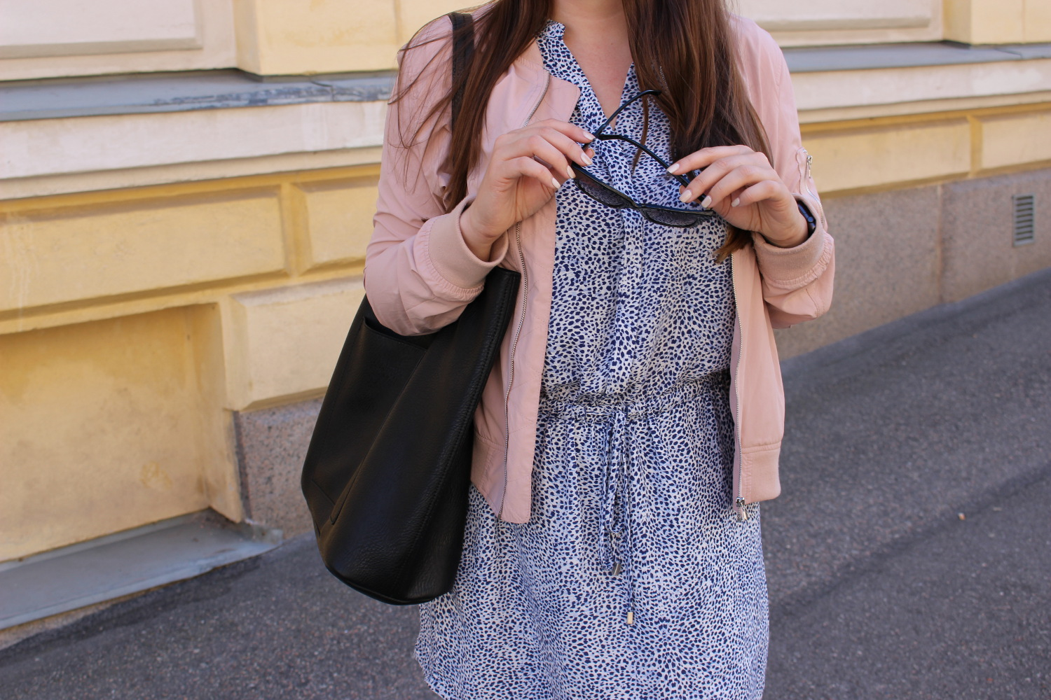 summer travel outfit - helsinki blogger