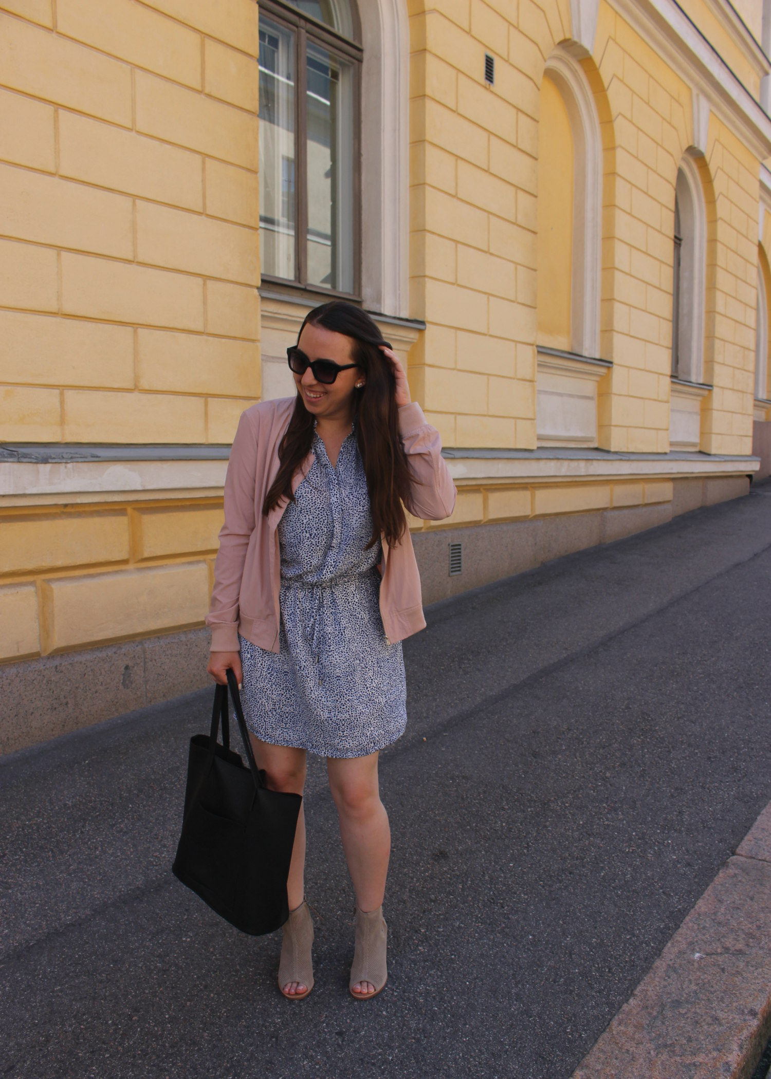 summer travel style ootd in helsinki