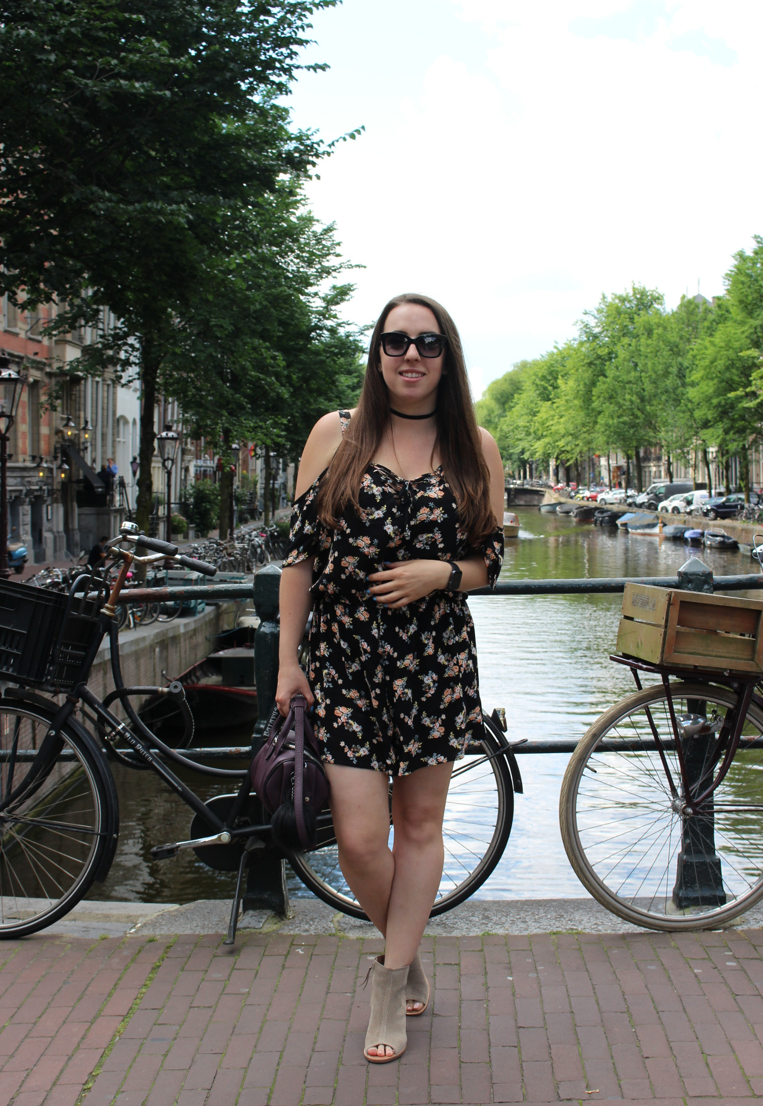 travel blogger outfit - amsterdam netherlands