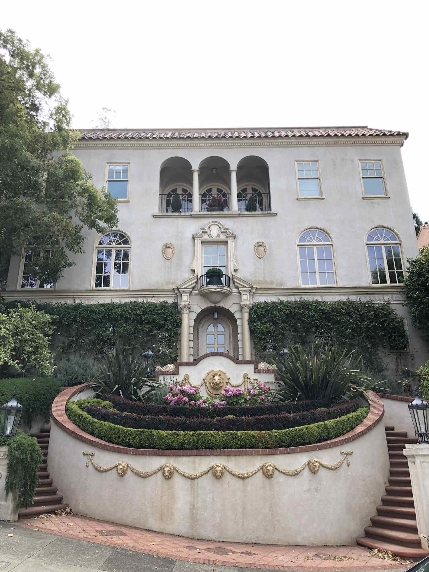 Instagram Worthy Spots in San Francisco - Princess Diaries School